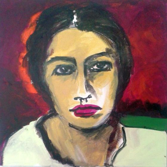 Portrait Frau roter leuchtender Hintergrund ernster Gesichtsausdruck